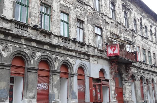 Omladozó, gaffitis falak a belvárosban