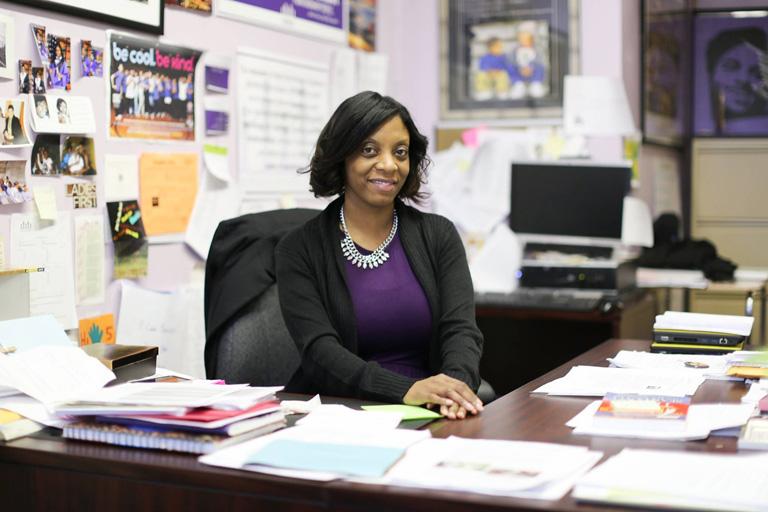 A brooklyn-i iskola igazgatónője