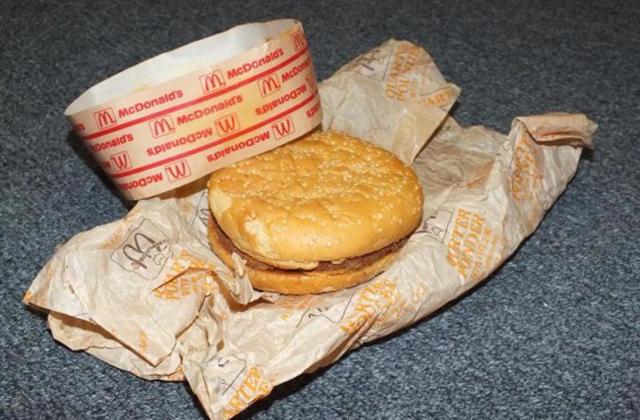 Nagyon jól tartja magát a világ legöregebb hamburgere
