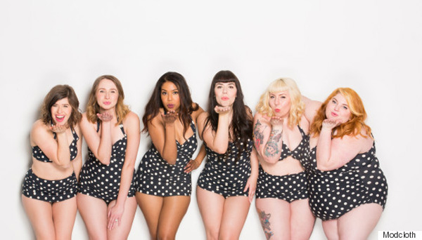 Profi modellek helyett a márka alkalmazottai mutatják be a fürdőruha-kollekciót