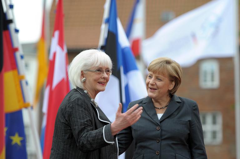 Johanna Sigurdardottir izlandi miniszterelnök és Angela Merkel német kancellár