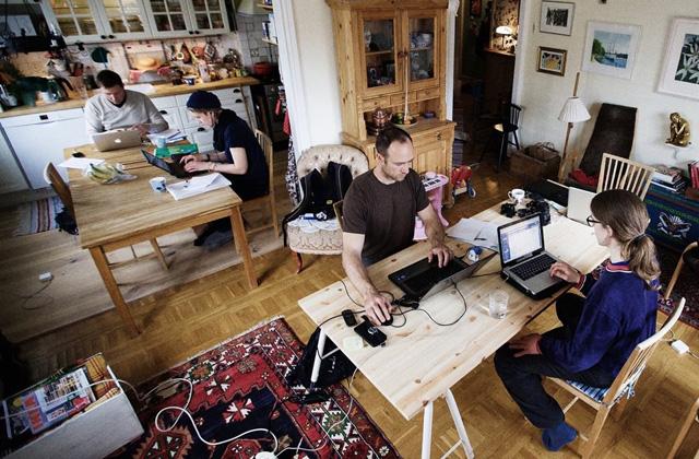 Egymás otthonába járnak dolgozni