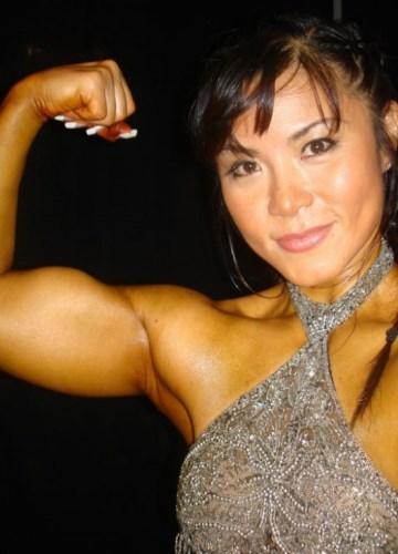 48 évesen még versenyez a testépítő nő
