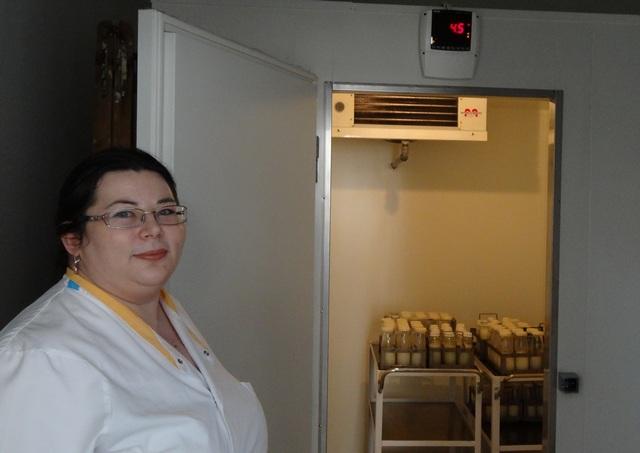 Tasi Zsuzsanna megmutat egy hűtőkamrát