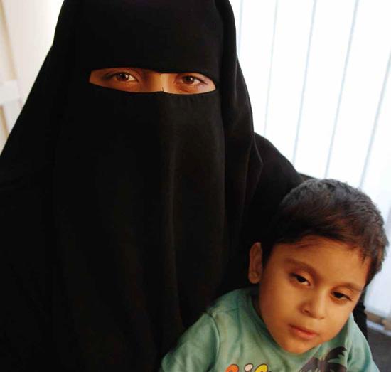 Yara és gyermeke (Fotó: Amnesty International)