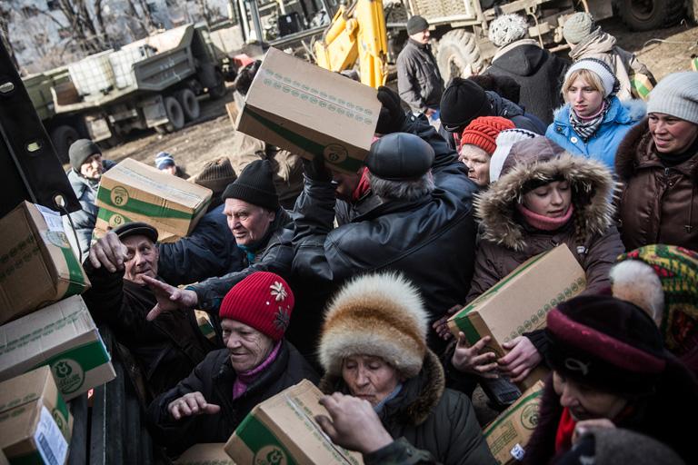 Ételosztás Kelet-Ukrajnában (Fotó: Andrew Burton/Getty Images)
