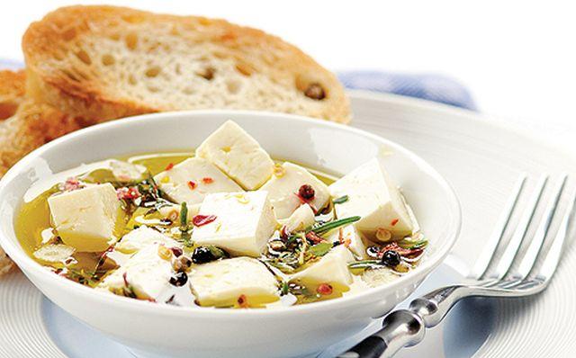 Gyors vacsora: marinált feta sajt