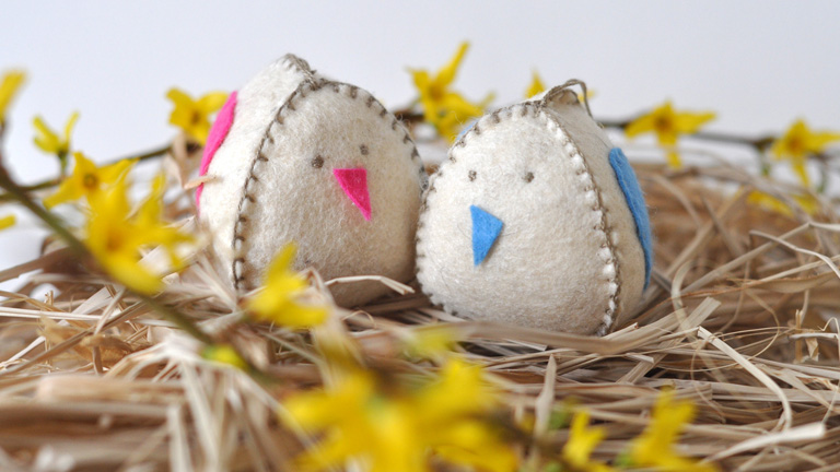 Csináld magad: dundi húsvéti csibék filcből – letölthető sablonnal