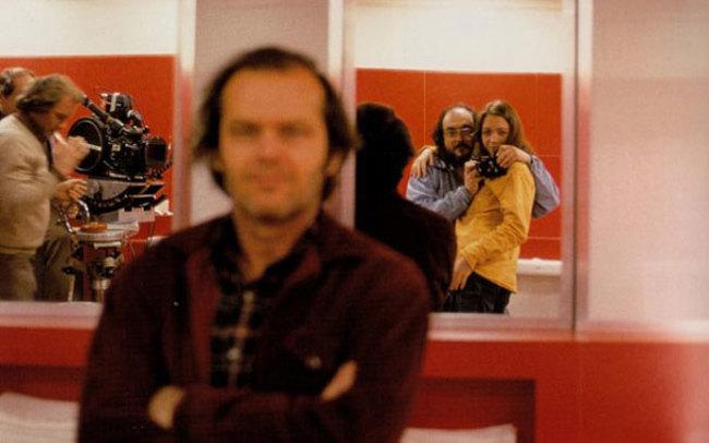 Stanley Kubrick tükörszelfije a Ragyogás forgatásán, amikor a szelfi szó még nem is létezeztt.