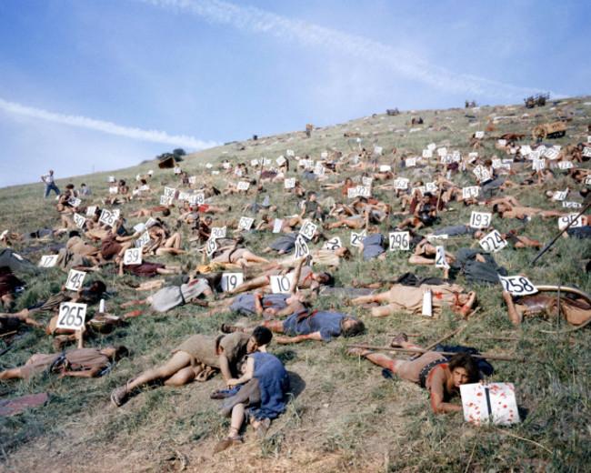 A Spartacus statisztái a véres jelenetre készülve