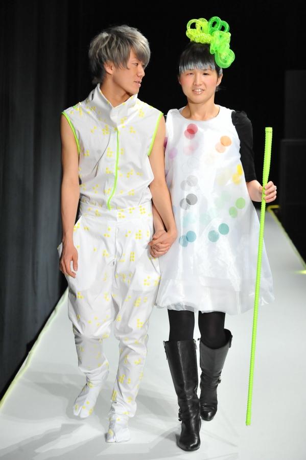 Fogyatékkal élő modellek vették birtokba a tokiói divathét kifutóját