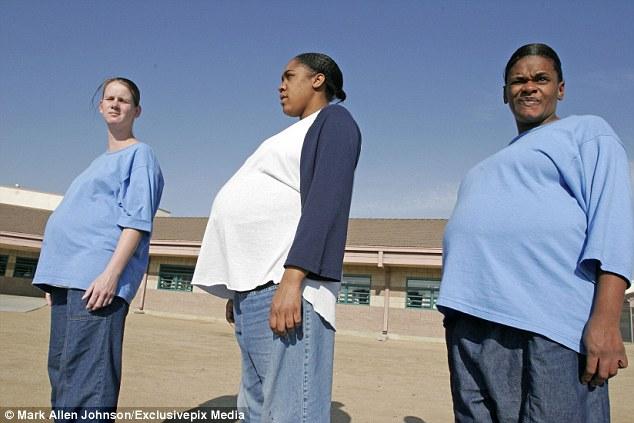 Női börtönök: két órával a szülés után elvették tőle gyermekét