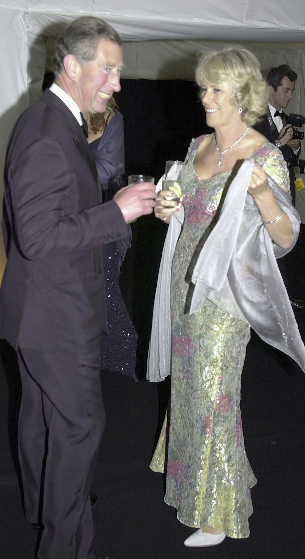 A nyolcvanas években kezdtek újra találkozgatni, Kamilla Diana és Károly esküvőjén is ott volt a tömegben megbújva. Válásuk után nem hivatalos kísérőként feltűnt Károly mellett hivatalos eseményeken,
