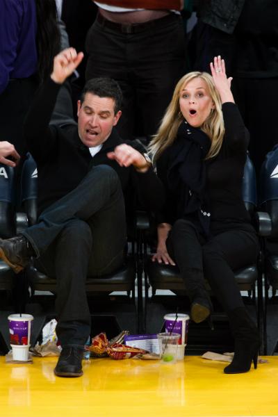 Reese Whiterspoon és férje, Jim Toth pedig simán beférne valamelyik itthoni B-középbe.