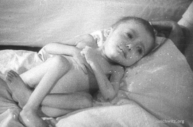 Hogyan segített világra egyetlen bába 3000 gyermeket Auschwitzban?