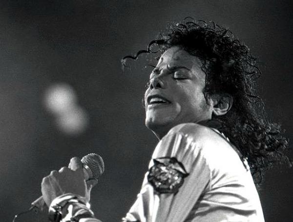 A fotón Michael Jackson látható