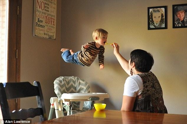 Szuperhőst csinált Down szindrómás kisfiából az apa