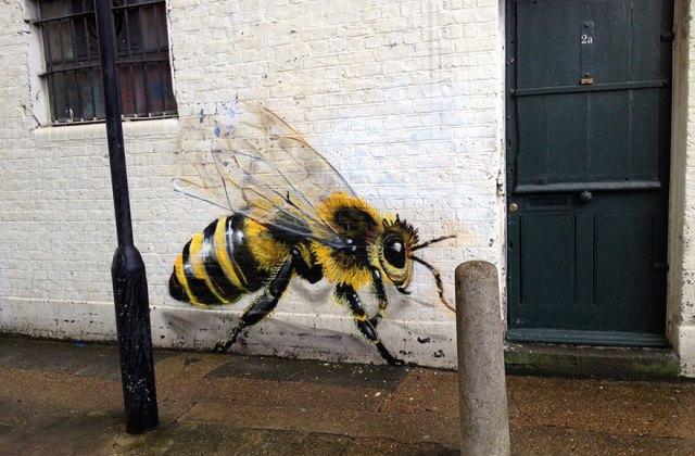 Mentsd meg a méheket! Káprázatos falfirkákat készít egy művész