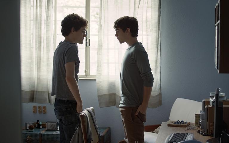Két egyenes fiú meleg szex
