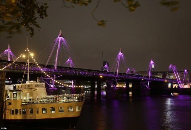 Katalin hercegnő kislánya tiszteletére rózsaszínbe borult London - fotók