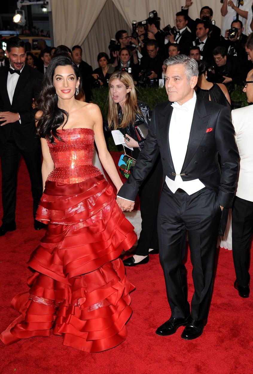 MET-gála: csont és bőr George Clooney neje