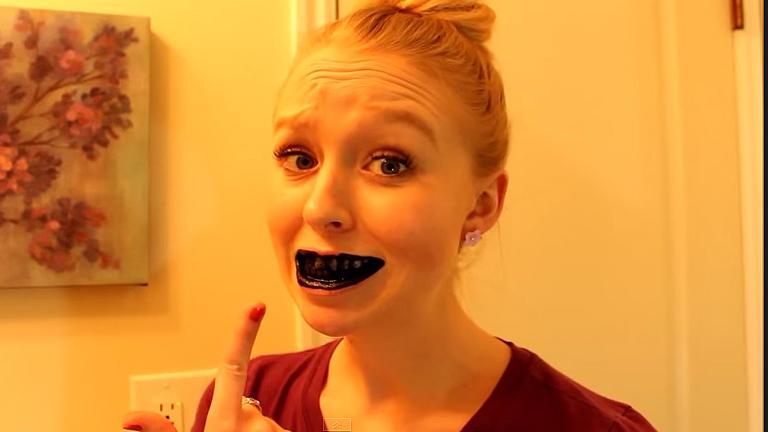 Hogyan kell fogat fehéríteni aktív szénnel?