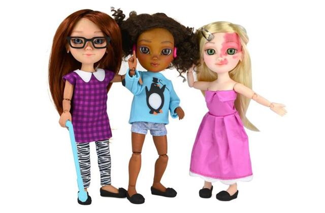 Fogyatékkal élő gyerekeknek készültek játék babák