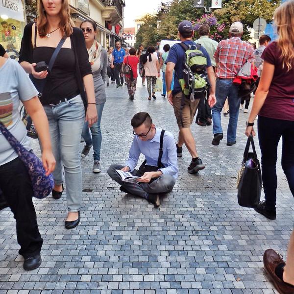 Itt a bizonyíték: bárhol, bármikor lehet olvasni - fotók