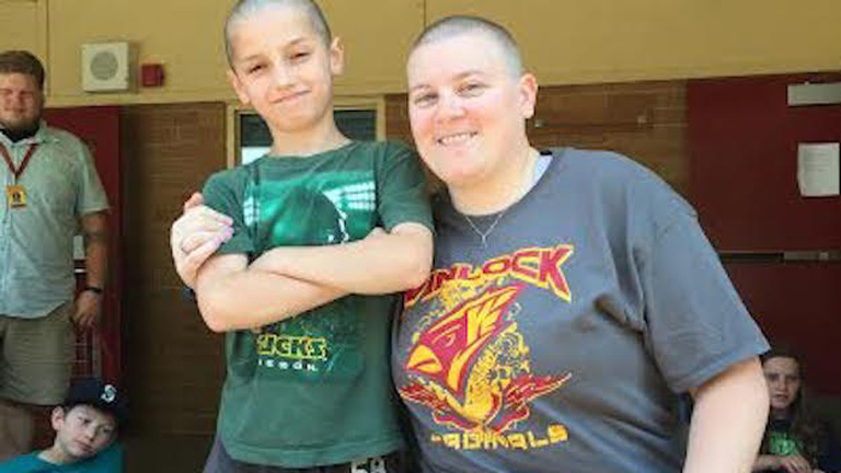 Kopasz tanítványa miatt borotváltatta kopaszra a fejét a tanárnő