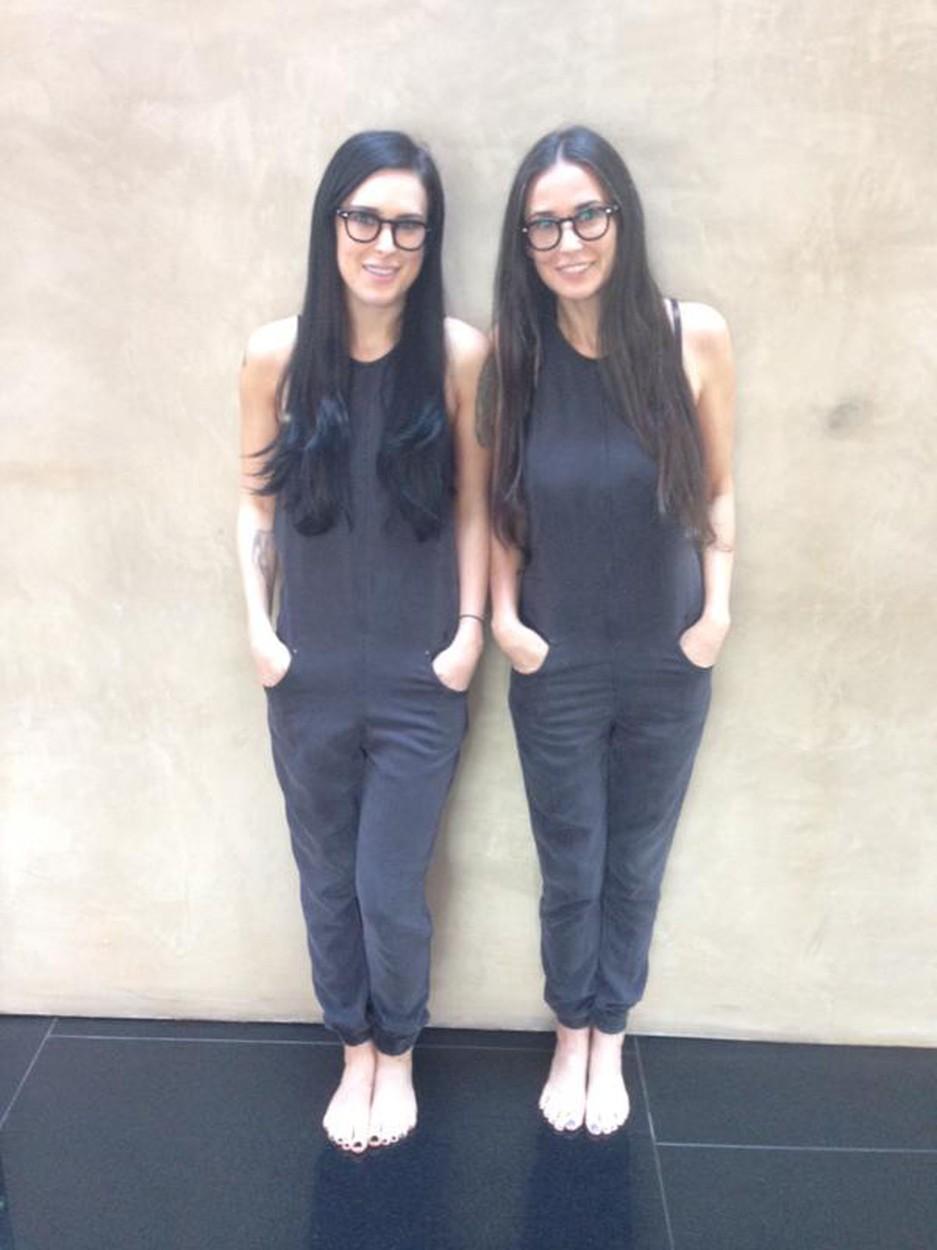 26 év korkülönbség, de Demi Moore és a lánya ikreknek tűnnek