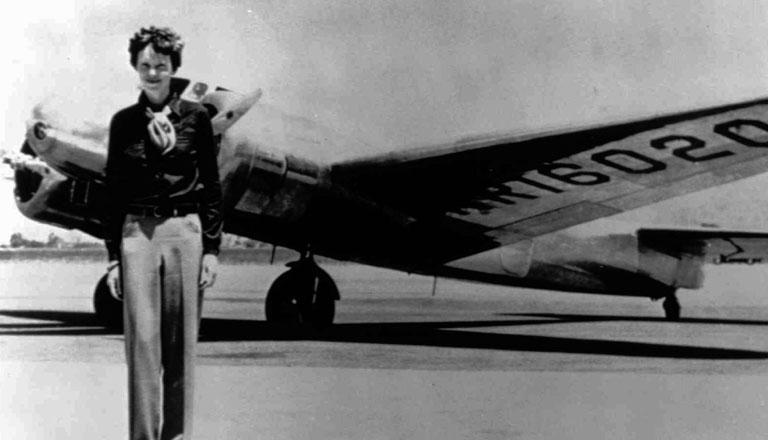 Amelia Earhart és a Lockheed Electra (Fotó: Wikipedia)