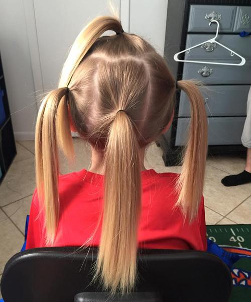 Két évig növesztette a haját a kisfiú, hogy a beteg gyerekeknek adhassa