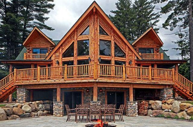 Rusztikus faház, erdei környezetben. Itt azért mi is szívesen eléldegélnénk. Fotó: pinterest.com