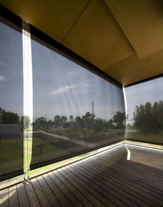 az oldalra felszerelt rolók, biztos árnyékot nyújtanak a nyári forróságban Fotó: pinterest.com