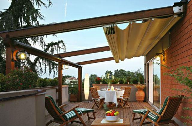 a vászon anyagú árnyékolóval nehéz mellélőni, dekoratív és a célnak is megfelel Fotó: pinterest.com