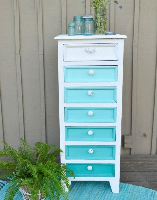 Kedvenc színed különböző árnyalatai tuti jól mutatnak majd a felújított szekrényeden. Fotó: buzzfeed.com