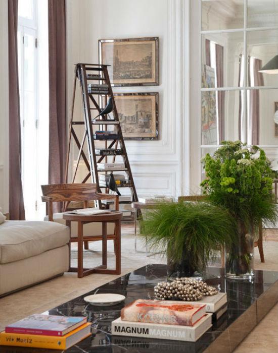 Mire jó egy létra? Például könyvtartónak a nappaliba. Fotó: buzzfeed.com