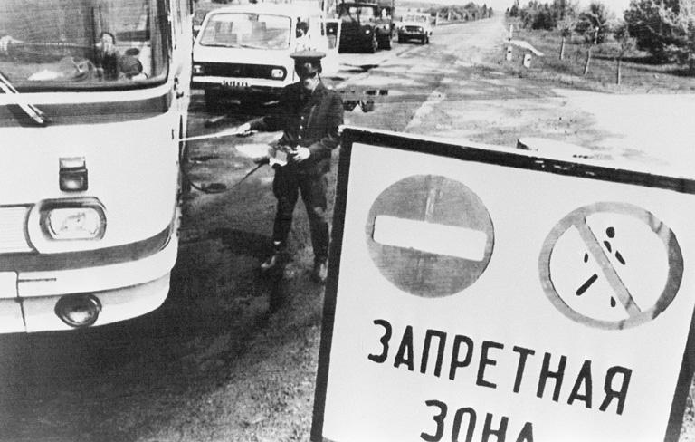 Útzár Csernobil közelében, 1986 májusában