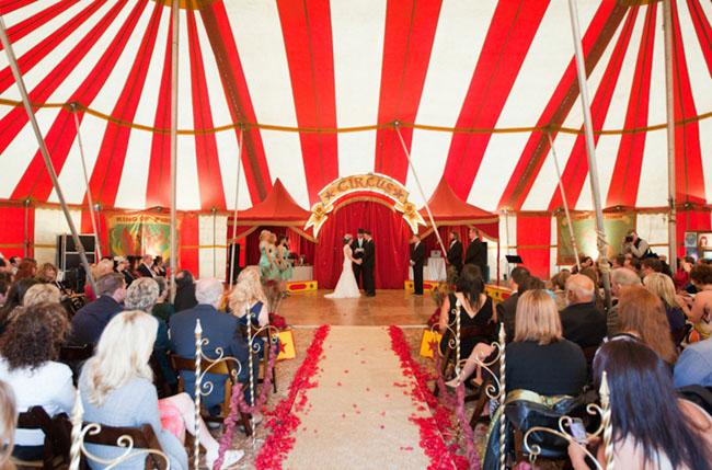 Cirkuszban, könyvtárban, pikniken - 7 különleges esküvő, amit még nem késő megszervezni