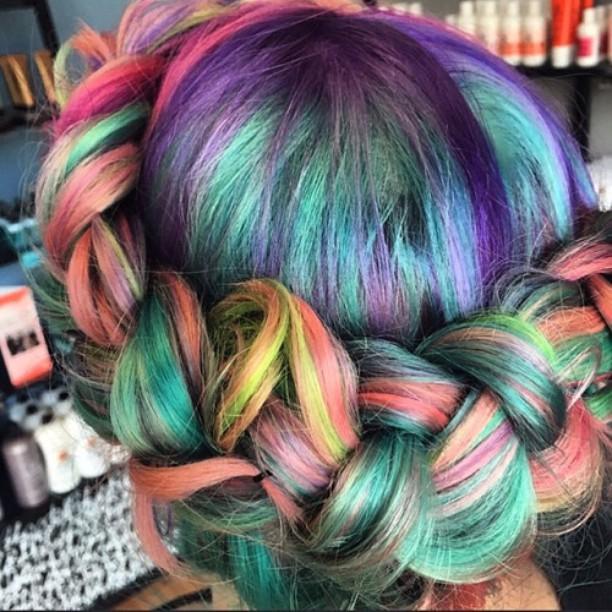 A nyár trendje: a homokművészet inspirálta hajfestés