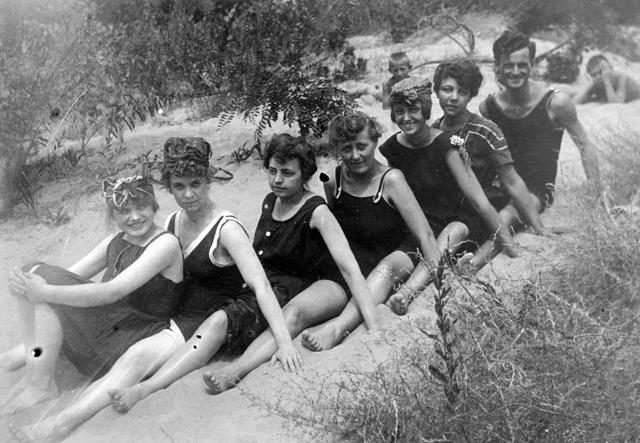 Ilyen fürdőruhákban strandoltak dédanyáink - galéria