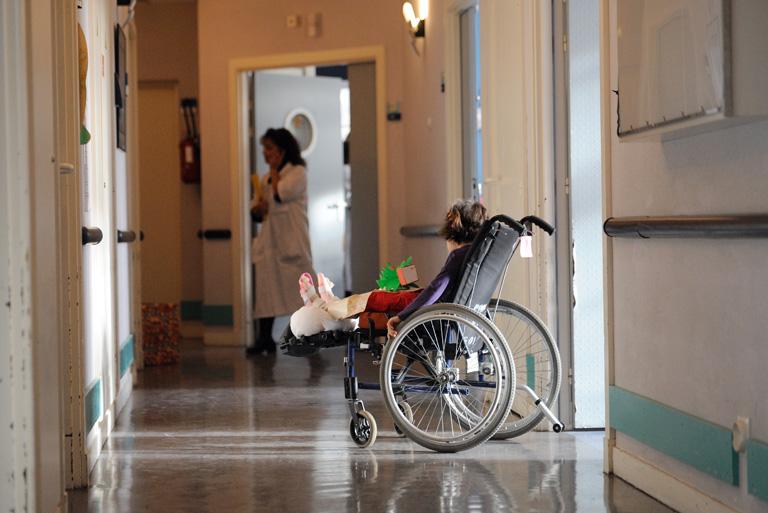 Szívatja az állam a tartósan beteg gyerekeket
