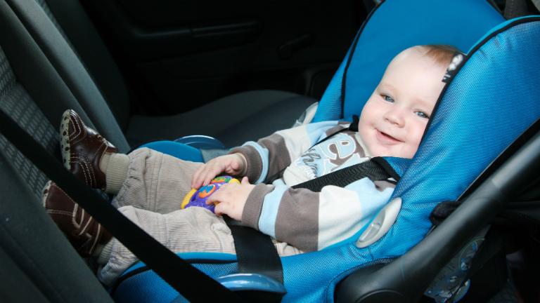 Autóban hagyni a gyereket: normális???!!!