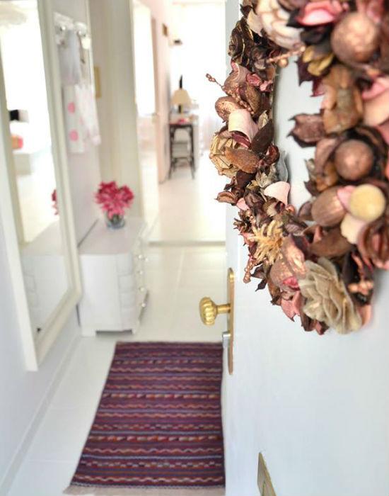 A bejárati ajtóból a felújított előszoba. Fotó: blog.juditu.hu