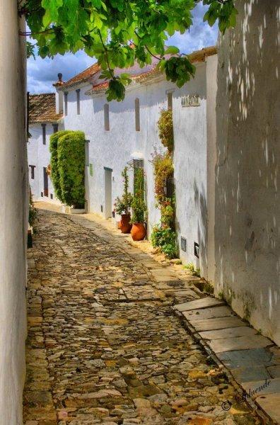 Nyáresti séta zegzugos mediterrán városokban