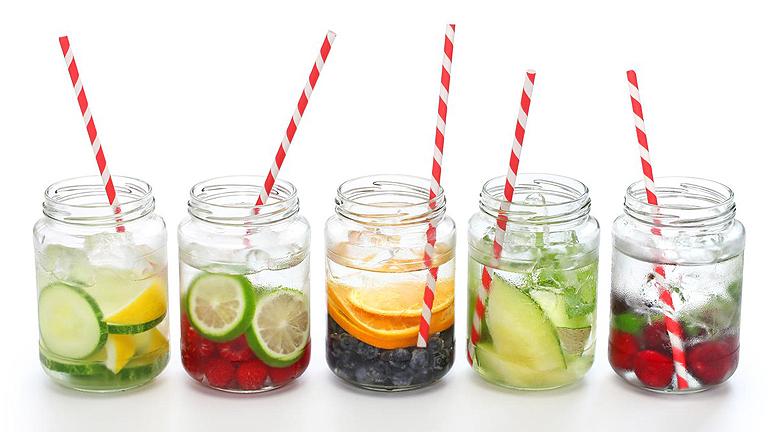 Az ízesített víz is remek szomjoltó kánikulában