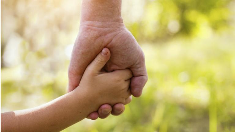 8 kérdés, amit nem mersz feltenni az örökbefogadó szülőknek