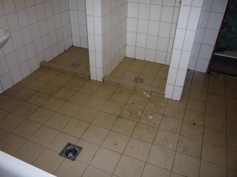 A Merényi koedukált zuhanyzója - a képen nem szerepel: higiénia, akadálymentesség (Fotó: ajbh.hu)