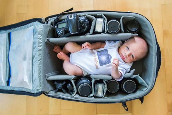 Tündéri fotók: babák, akiknek a fotóstáska a kiságy