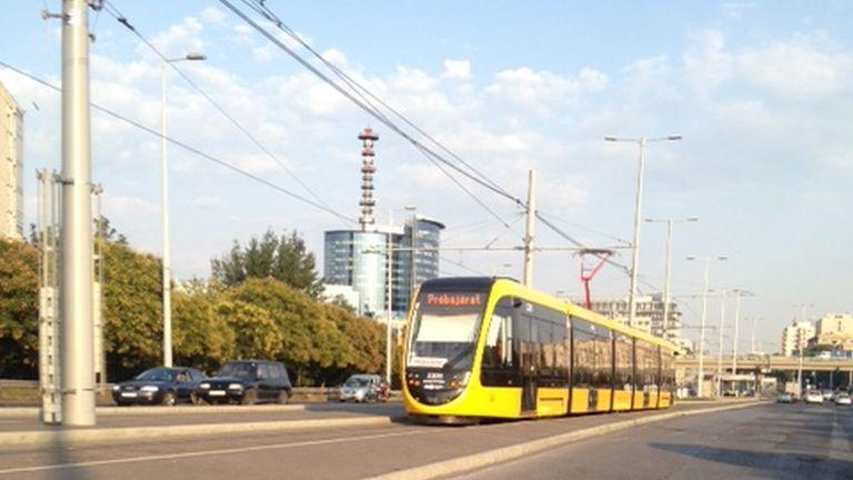 Már jár Budapesten az új villamos!